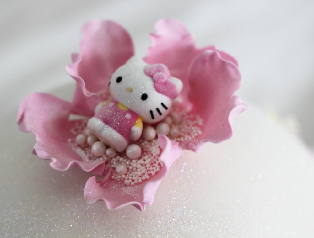 barntårta hello kitty blomma