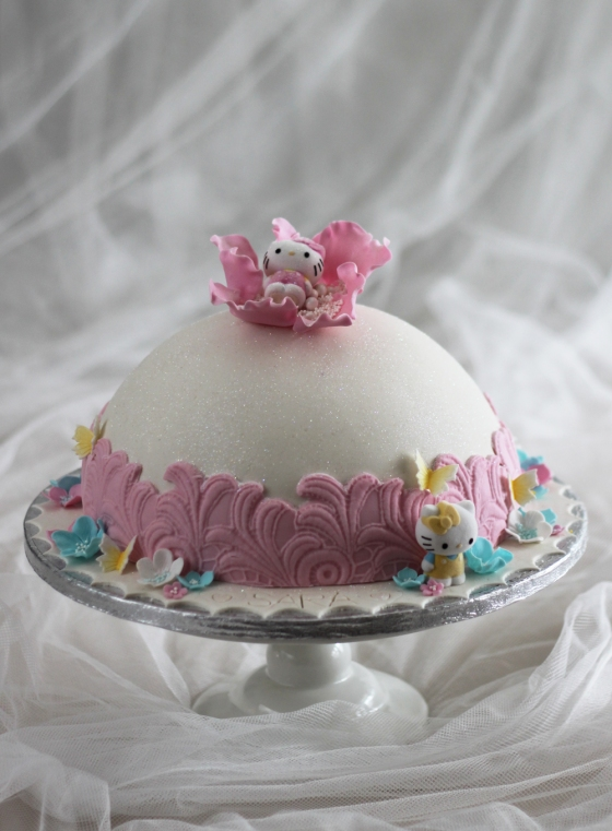 Barntårta Hello Kitty Dome Cake